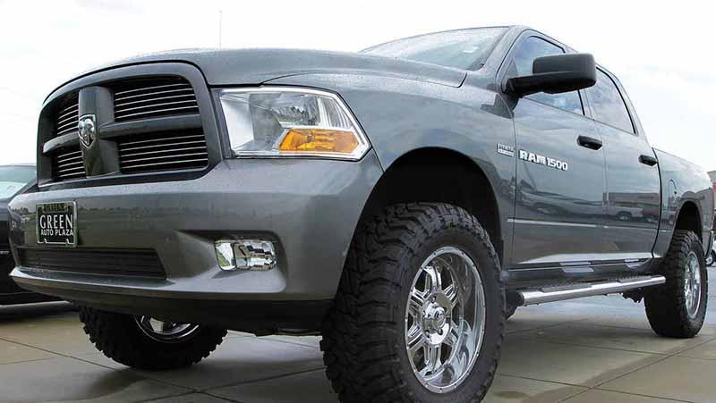 Fiat Chrysler llama a reparación a 1.2 millones de camionetas Ram