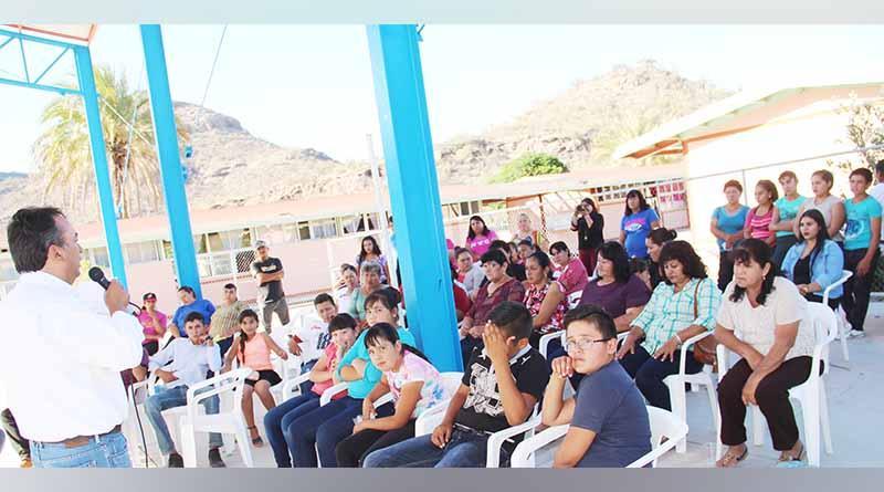 Alcalde Francisco Pelayo Atiende Problemática de Comunidades