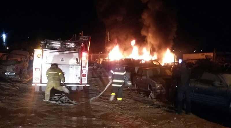 Se quema  yonke de carros en La Paz