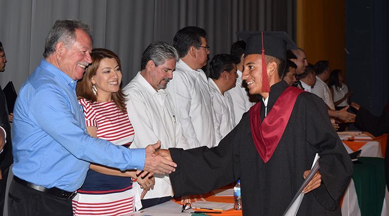 Concluyen exitosamente sus estudios 263 alumnos del CECYT 05