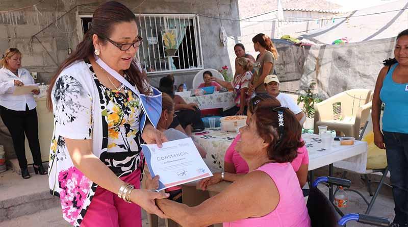 17 mujeres de la colonia Villas de Guadalupe se beneficiaron con el taller de tejas y retablos