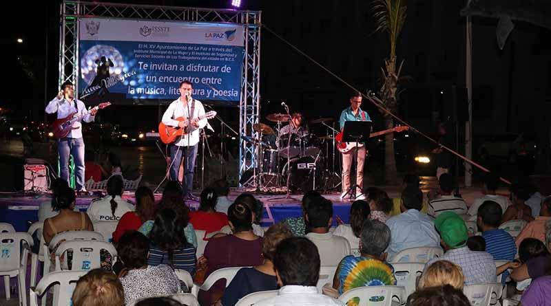 """Más de 300 personas disfrutaron del evento de """"Luna Mágica"""" en el malecón de nuestra ciudad"""