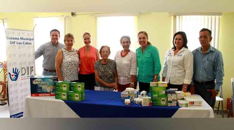 """Recibe DIF Los Cabos  donación de la organizadora del festival """"Sabores de La Baja"""""""