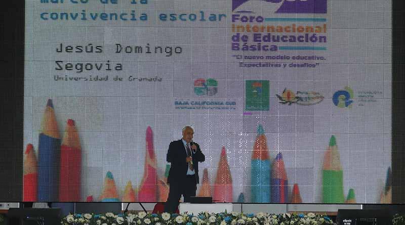 La convivencia escolar fundamental para alcanzar el éxito como sociedad: Domingo Segovia