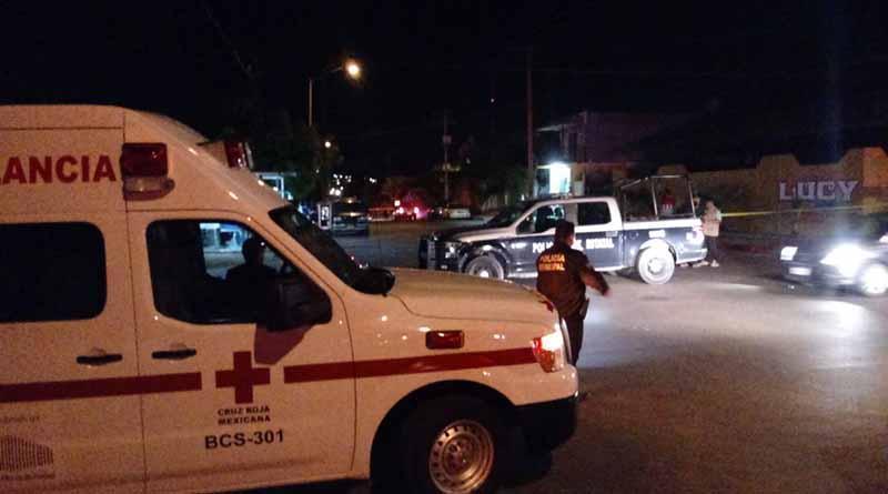 Acribillan a un hombre dentro de su casa en La Paz y deudos golpean a paramédicos