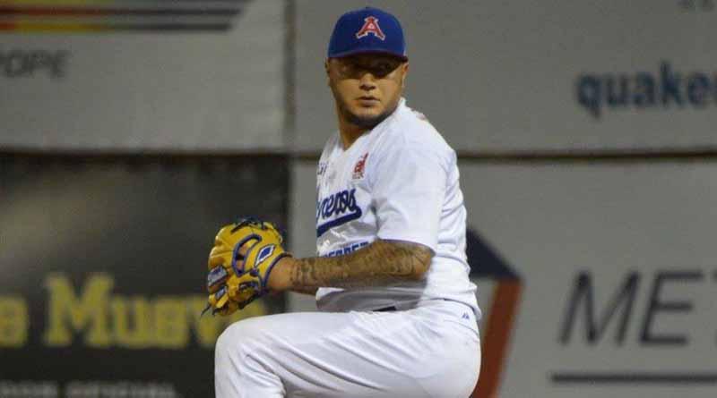 Mexicano Velázquez gana partida a Osuna en triunfo de Boston en 15 innings