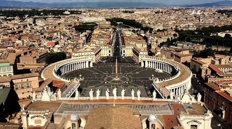 Juicio por desvío de fondos en Vaticano inicia con gran atención mediática
