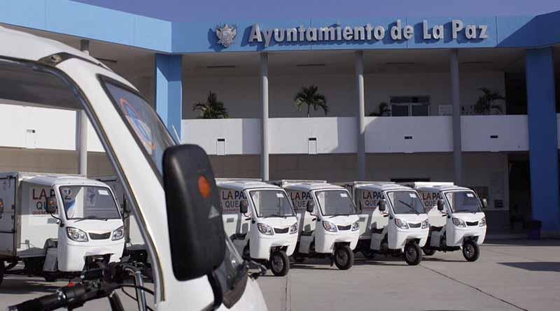 Ayuntamiento de La Paz entrega 20 unidades a comerciantes de la ciudad