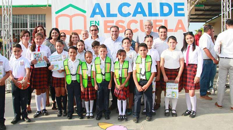Agradecen estudiantes de la primaria Ramón Green Álvarez al alcalde por dignificar su escuela
