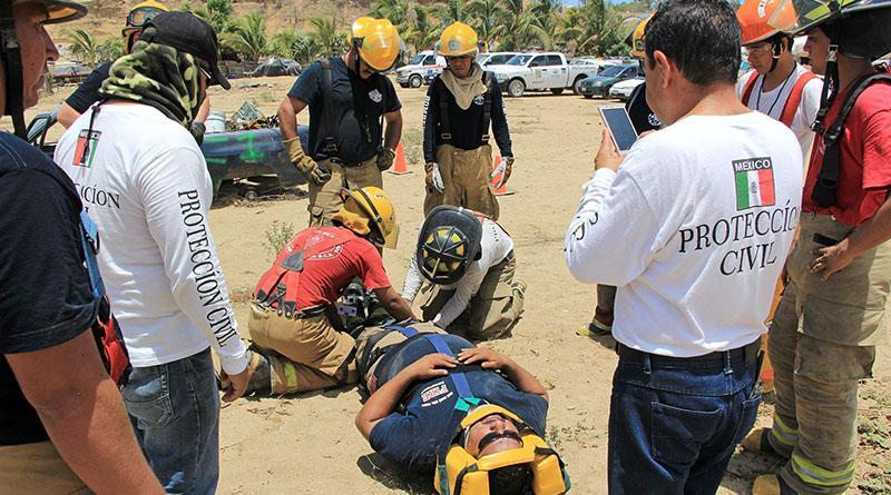 Realizan protección civil, bomberos y cruz roja,taller de  Extracción Vehicular