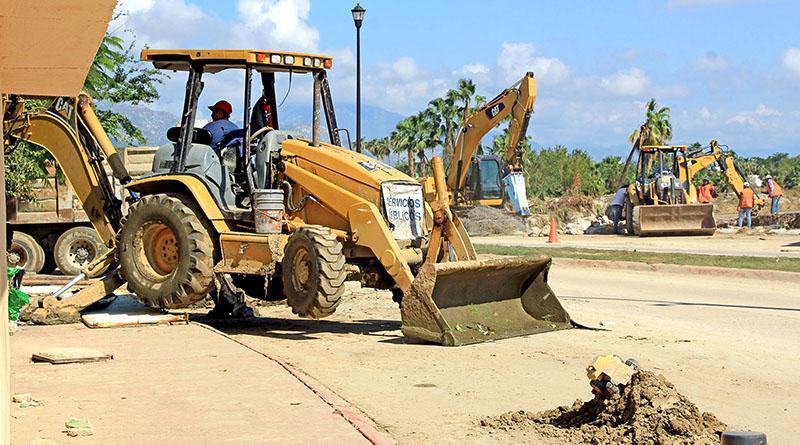 Constante trabajo de rehabilitación de servicios públicos durante temporada de huracanes