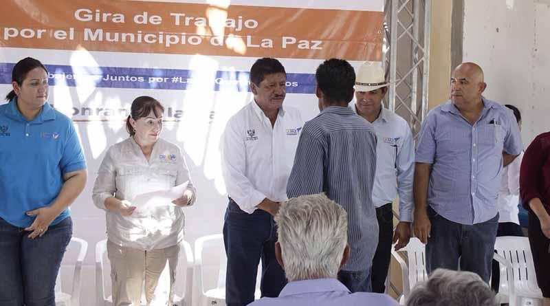 Alcalde de La Paz entrega apoyos pecuarios y agrícolas en las comunidades de San Hilario y Santa Fe