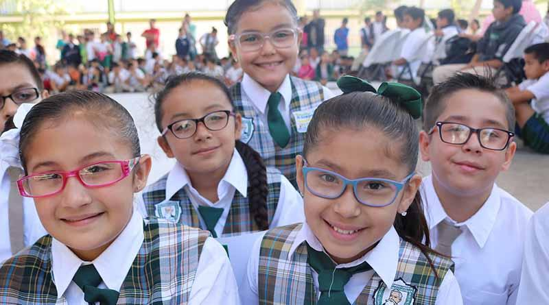 Entrega SEP a estudiantes de La Paz tres mil 939 pares de lentes del programa ver bien para aprender mejor