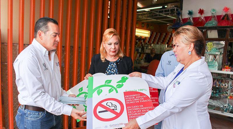Divulga  COEPRIS La  Ley de protección contra humo de tabaco entre locatarios de mercados públicos