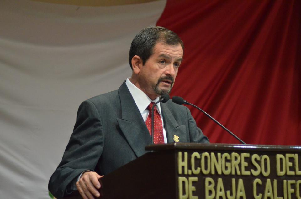 Presenta su informe de labores el Dip. Camilo Torres Meía