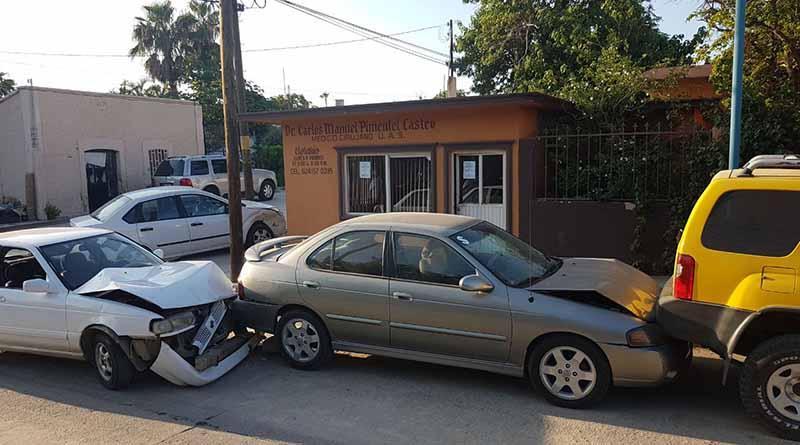 Tres autos resultan con daños, tras choque en zona centro de SJC