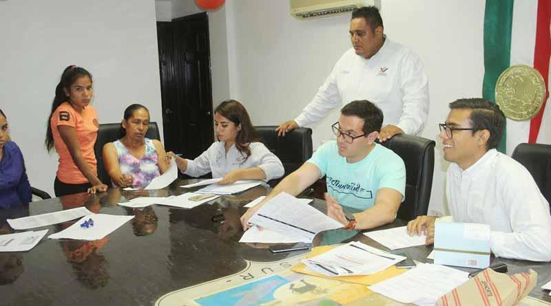 Entregan Estímulos del Programa de Apoyo a Inicio de Ciclo Escolar