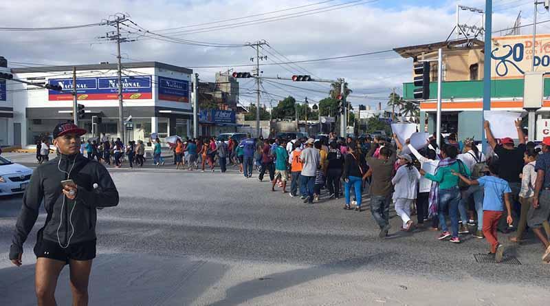 Habitantes de zonas irregulares protestan para exigir reubicación