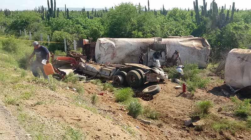 Vuelca pipa de diesel en carretera La Paz-Todo Santos
