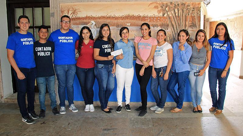 Entrega Gobierno Municipal apoyos a estudiantes de contaduría de ITES Los Cabos