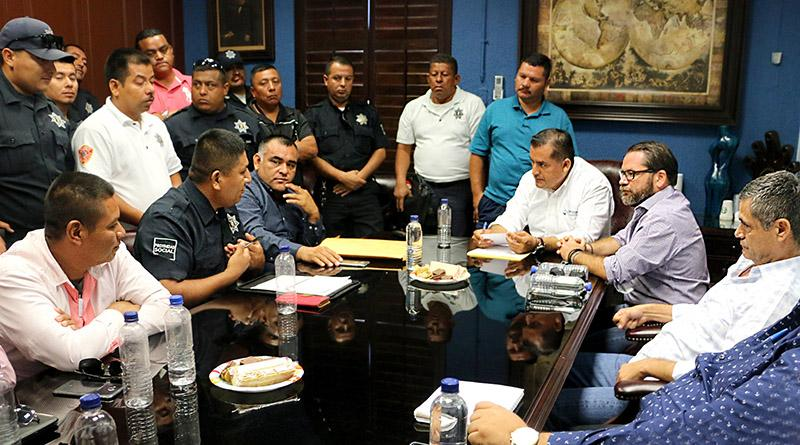 Gobierno Municipal da seguimiento con mesa de diálogo a casos de policías no acreditados por exámenes