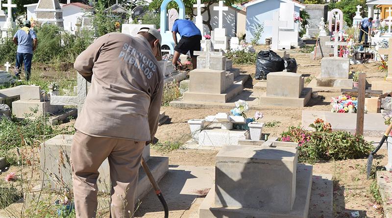 En la víspera del día de muertos, Servicios Públicos  incrementa acciones de limpieza en panteones
