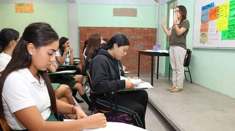 Contribuyen promotores de enseña por México a mejorar resultados académicos en 13 preparatorias de La Paz:SEP