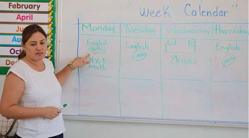 Concursan 261 aspirantes a plazas de maestros de inglés en las escuelas normales