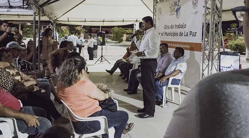 Alcalde de La Paz atiende directamente a vecinos de la colonia Chametla y El Centenario