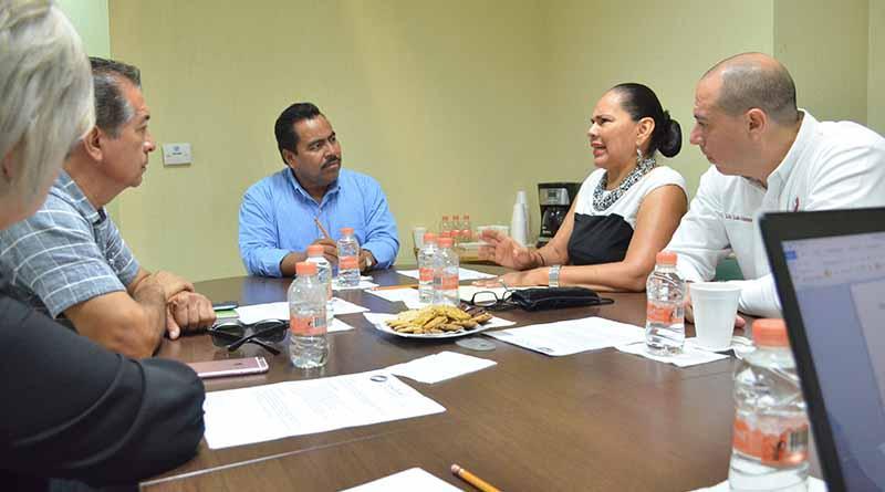 Dialoga Dip. Alfredo Zamora con la dirigencia de la Canirac de La Paz
