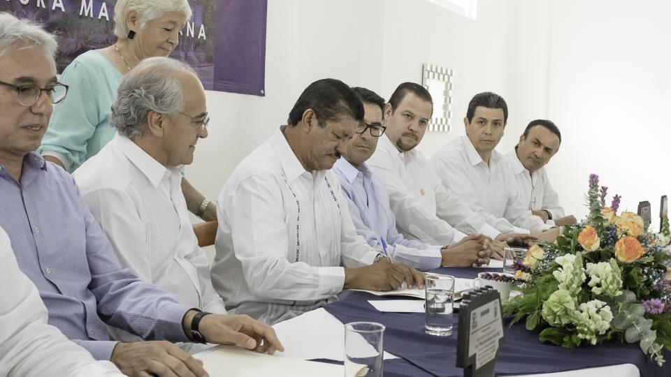 Firman SEDIF e ICATEBCS convenio de colaboración