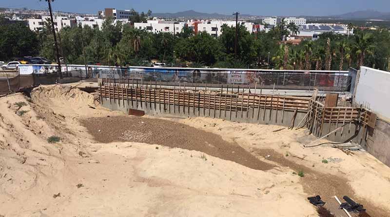 Inconformes hoteleros del Médano por obras de construcción que mantienen cerradas dos calles