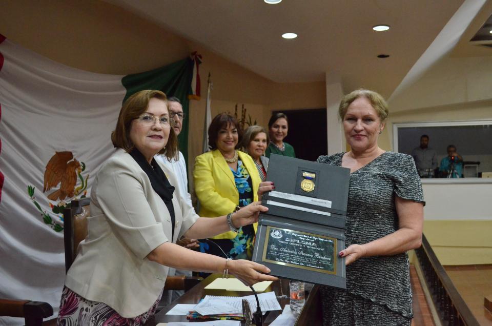 Recibe la investigadora Antonina Ivanova Boncheva el Premio Estatal de Ciencia y Tecnología 2017