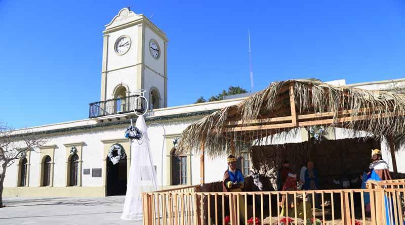 Instala Servicios Públicos adornos navideños en plazas principales