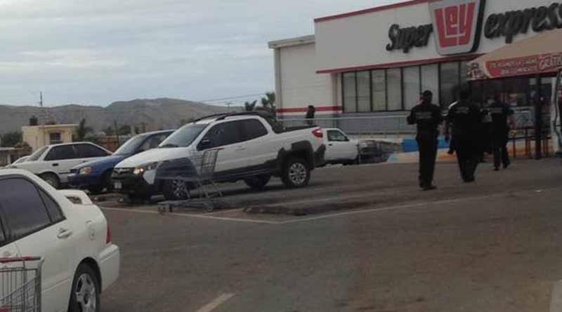 Reportan persona sin vida en estacionamiento de tienda de autoservicio en SJC