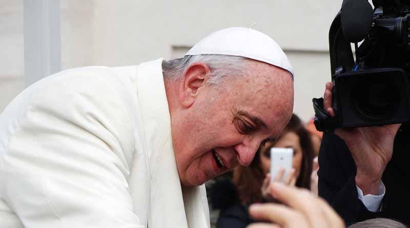 El Vaticano aclara que el Papa Francisco no usa WhatsApp