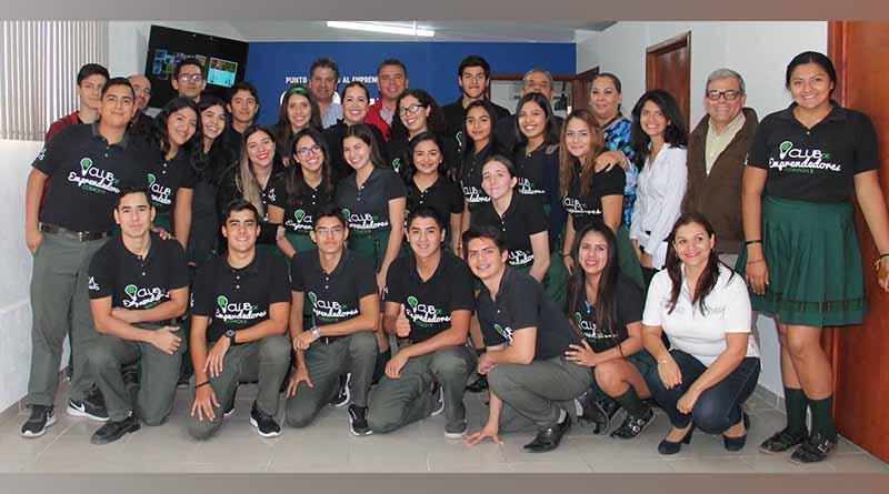 Presentan a SEDIF proyectos de jóvenes del Punto RAE de apoyo al emprendedor