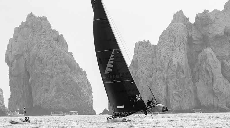 Alinghi mejora su juego y lidera el Acto 8 de las Extreme Sailing Series™ en Los Cabos