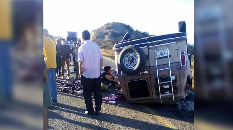 Fuerte volcadura en carretera La Paz-Constitución deja 6 lesionados