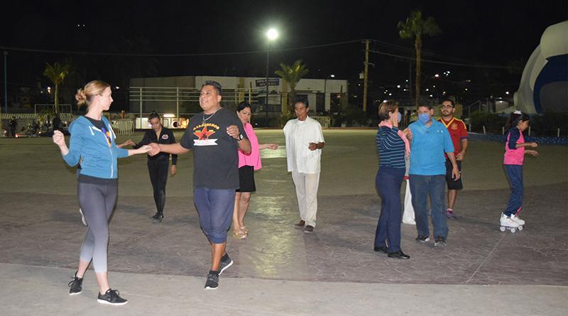 Tardes de danzón incorpora ritmos latinos a sus clases de baile, todos los miércoles en la plaza pública