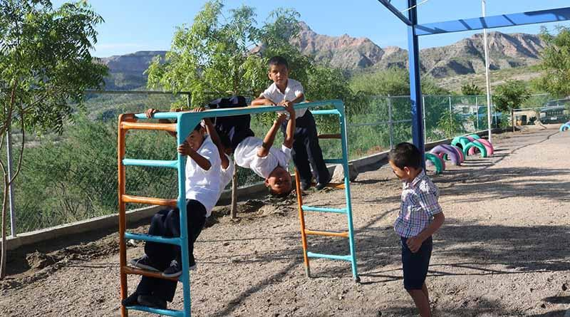 "Reciben 378 alumnos de comunidades rurales la beca ""Acércate a tu Escuela"""