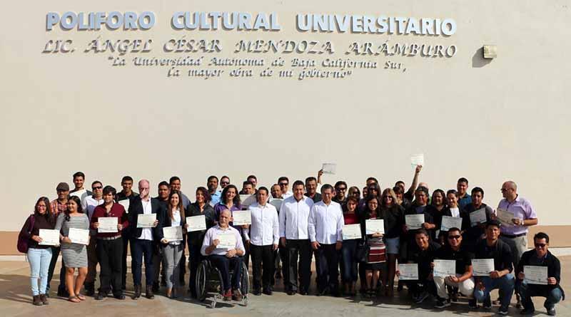 UABCS, Secretaría de Turismo, Economía y Sustentabilidad, y SEMARNAT entregaron constancias a 70 guías de turistas especializados