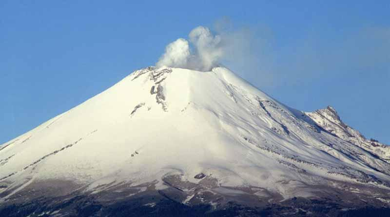 Popocatépetl amanece cubierto de nieve