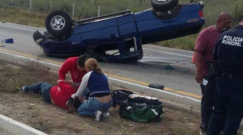Volcadura en carretera La Paz-Los Cabos deja 3 personas lesionadas