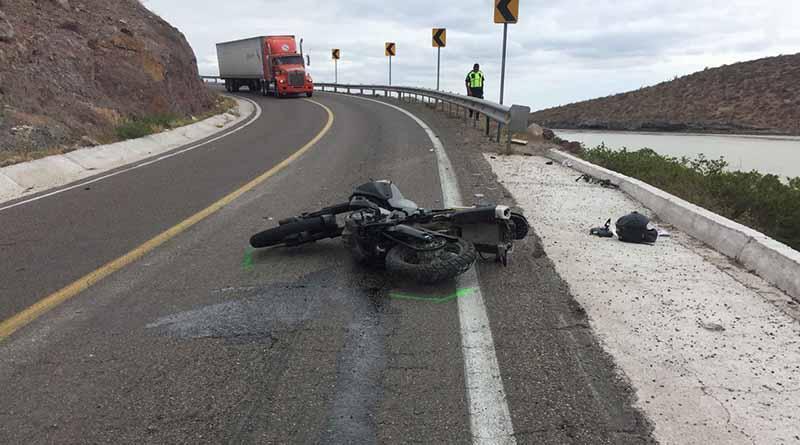 Motociclista choca contra muro de contención y muere en carretera a Pichilingue
