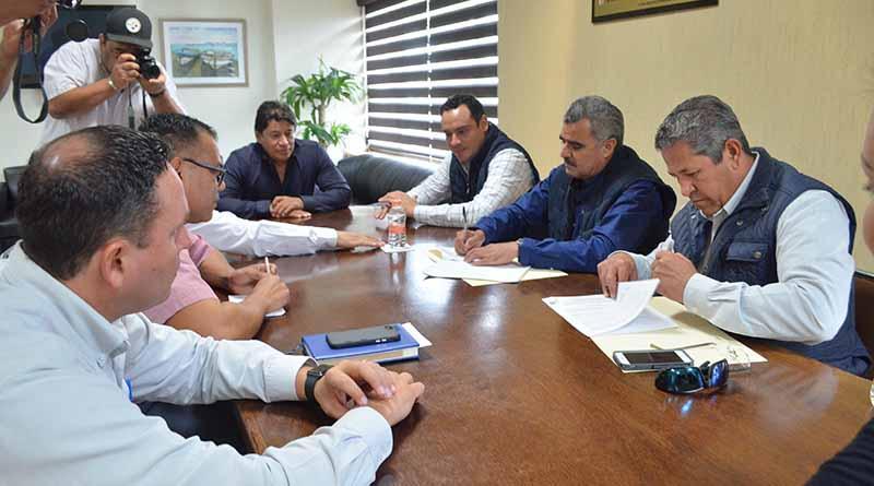 Firman Congreso del Estado y Sindicato de Burócratas Reglamento de la Comisión Mixta de Escalafón del Congreso del Estado