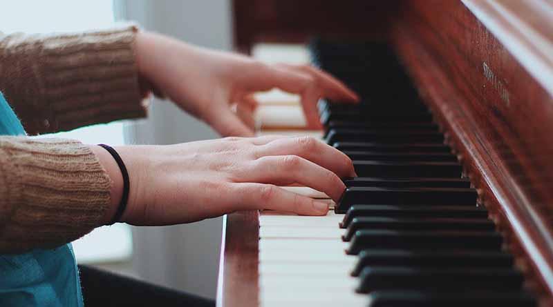 Alumna invidente obtiene maestría en Música con mención honorífica en la UNAM
