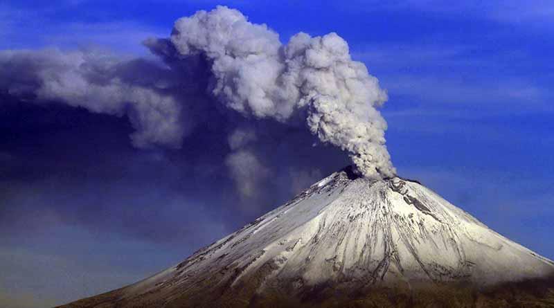 Popocatépetl emite exhalación de 1.5 kilómetros de altura
