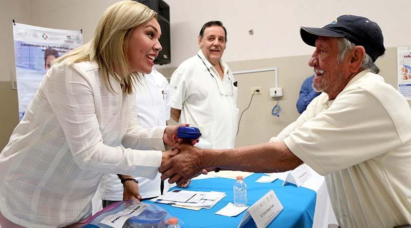 """""""Programa Comer Mejor"""" entrega en Los Cabos prótesis dentales"""
