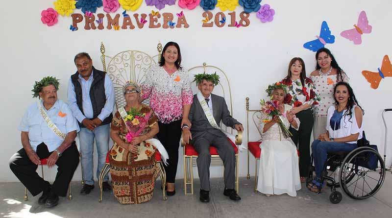 Corona DIF Municipal a Reyes y Reinas de la Primavera de Casas de Día